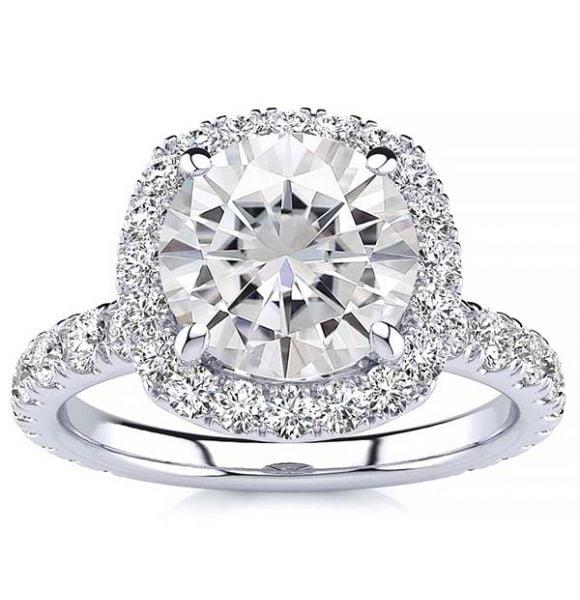 Donna Moissanite Ring
